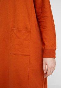 Monki - PLING DRESS - Vapaa-ajan mekko - rust - 5