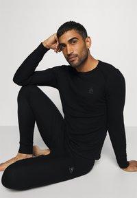 ODLO - LONG ACTIVE WARM SET - Dlouhé spodní prádlo - black - 7