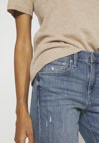 GAP - KENDAL - Straight leg jeans - medium indigo - 4