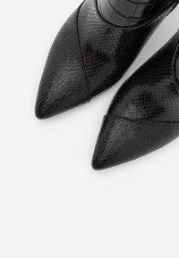 Liu Jo Jeans - SUZIE  - Botines de tacón - black - 5