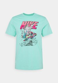 Nike Sportswear - BEACH JET SKI - Print T-shirt - tropical twist - 0