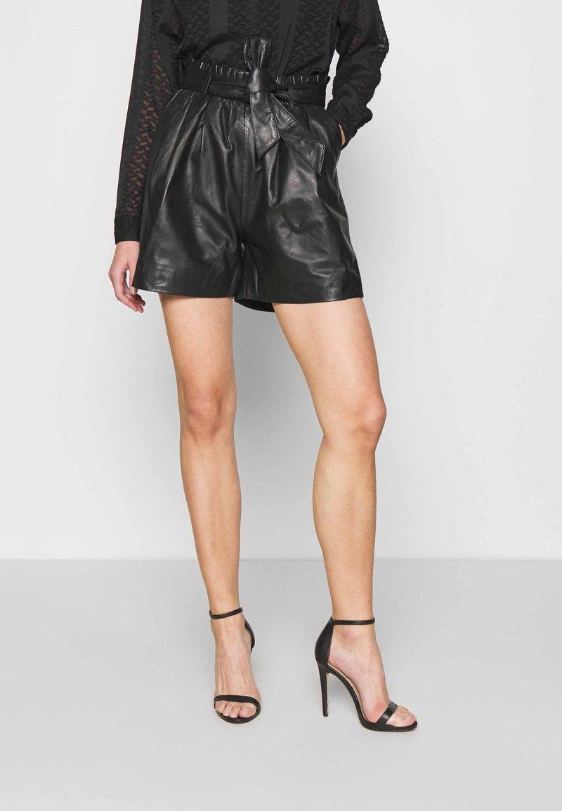 ONLY - ONLVIYA  - Shorts - black