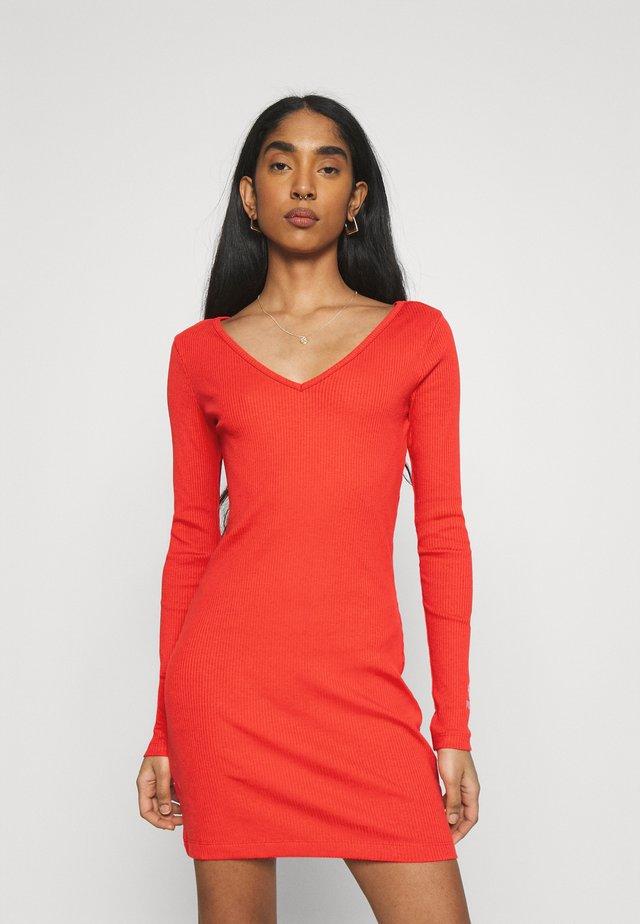 CLASSICS BODYCON DRESS - Sukienka etui - poppy red