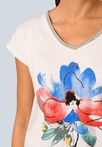 Alba Moda - Print T-shirt - weiß rot blau gelb - 3