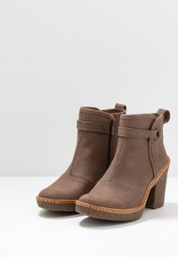 El Naturalista - HAYA - High heeled ankle boots - pleasant plume - 4