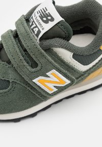 New Balance - IV574MP2 - Tenisky - green - 5