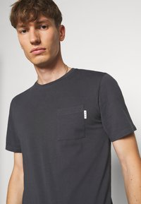 Scotch & Soda - Basic T-shirt - antra - 3