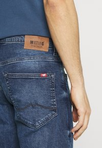 Mustang - OREGON - Jeansy Bootcut - denim blue - 4