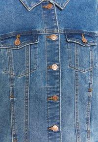 Vero Moda Curve - VMFAITH JACKET - Denim jacket - medium blue denim - 2