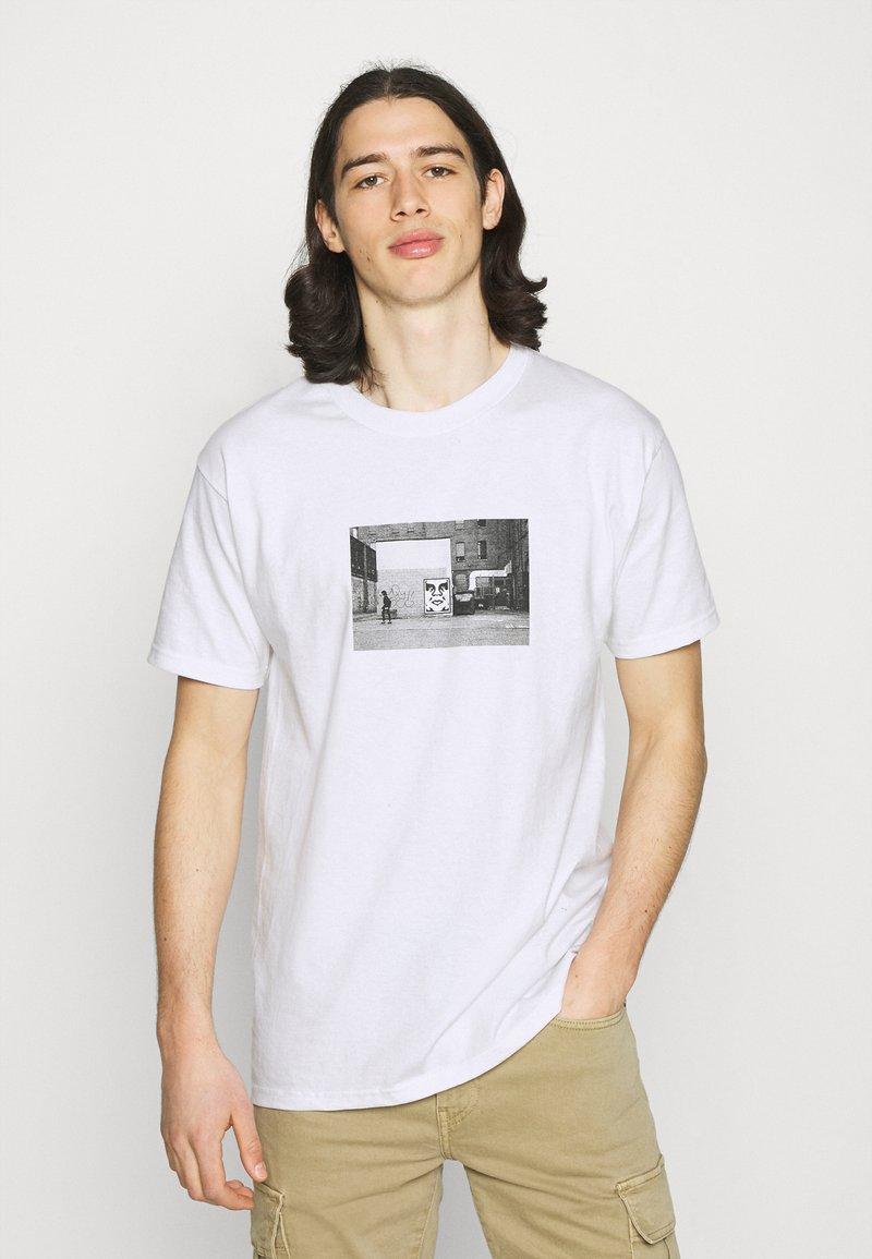 Obey Clothing - ICON FACE TORONTO - Printtipaita - white