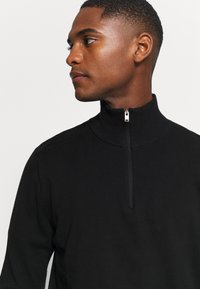 Selected Homme - SLHBERG HALF ZIP  - Stickad tröja - black - 4