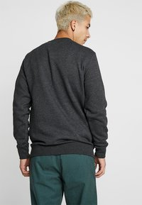Vans - MN BASIC CREW FLEECE - Sweater - black heather - 2