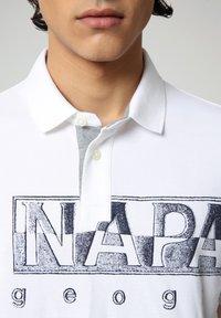 Napapijri - EALLAR - Polo shirt - bright white - 2