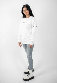 PLUSVIERNEUN - BERLIN - Sweatshirt - white - 1