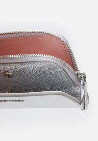 Coccinelle - METALLIC SOFT - Peněženka - silver-coloured - 4