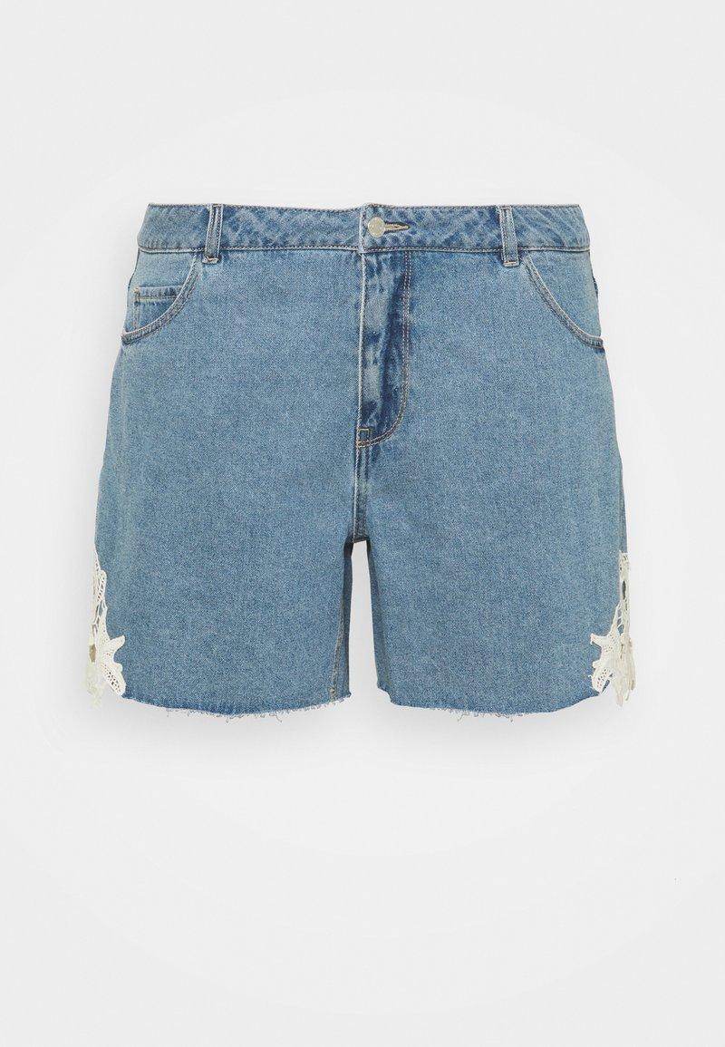 Vero Moda Curve - VMNINETEEN - Shorts di jeans - light blue denim/birch