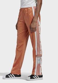 adidas Originals - ADIBREAK - Joggebukse - hazy copper - 3