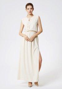DreiMaster - Maxi dress - beige - 0
