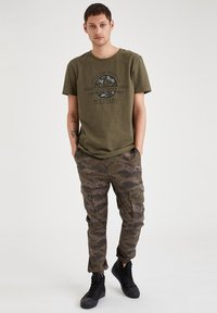 DeFacto - Cargo trousers - khaki - 1
