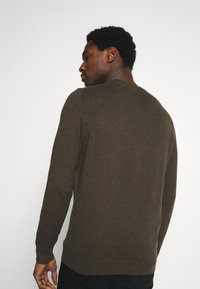 Lyle & Scott - CREW NECK JUMPER - Stickad tröja - trek green marl - 2