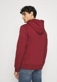 Springfield - BASICA ABIERTA - Zip-up hoodie - red - 2