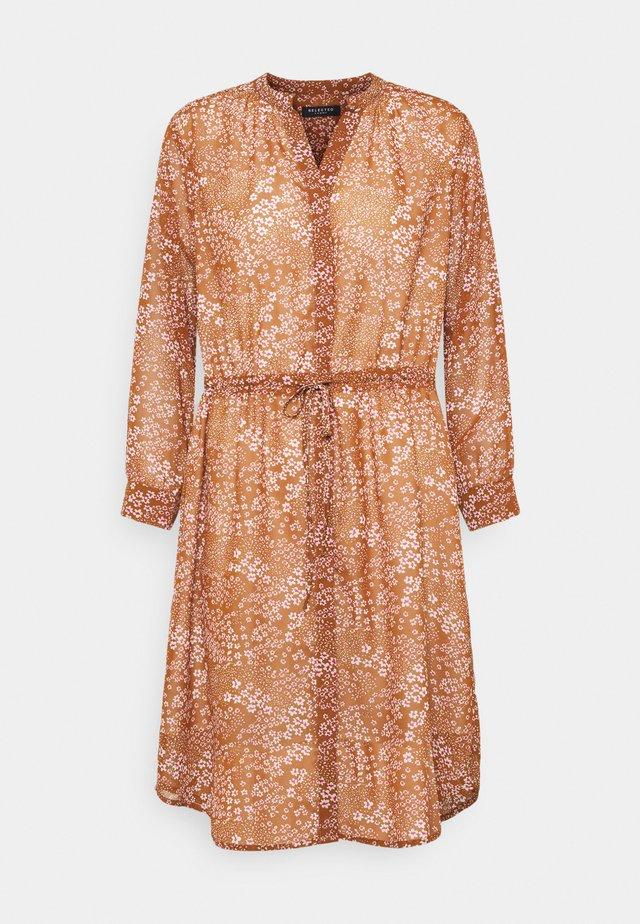 SLFPOLINE DAMINA - Korte jurk - toffee/pink