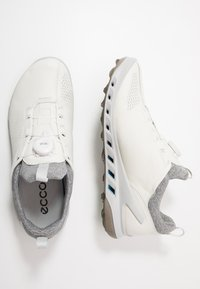 ECCO - BIOM COOL PRO BOA - Obuwie do golfa - white/scarlet - 1