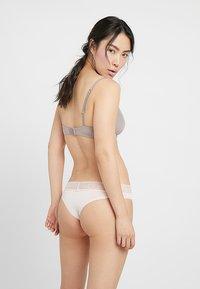 Calvin Klein Underwear - BRAZILIAN - String - rose - 2