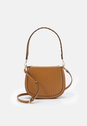 CROSSBODY BAG M - Handbag - camel