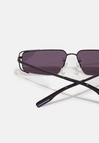 McQ Alexander McQueen - UNISEX - Sluneční brýle - black/smoke - 2