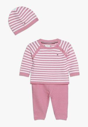 BABY STRIPE GIFTBOX - Dárky pro nejmenší - pink