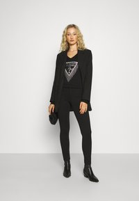 Guess - SHAPE UP - Pantaloni - jet black a996 - 1