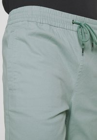 Brooklyn Supply Co. - OVER DYED - Kraťasy - teal - 5