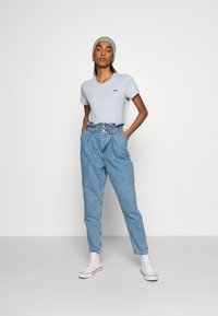 Levi's® - PERFECT TEE - Basic T-shirt - pearl gray - 1