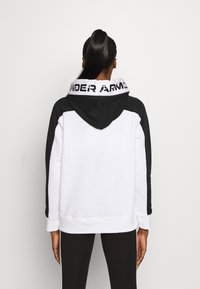 Under Armour - RIVAL HOODIE - Mikina s kapucí - white - 2