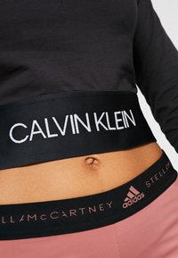 Calvin Klein Performance - LONG SLEEVE TEE - Langærmede T-shirts - black - 4
