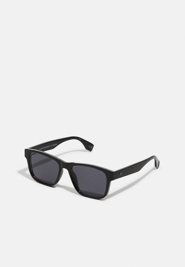 HAMPTONS HIDEOUT - Sluneční brýle - black