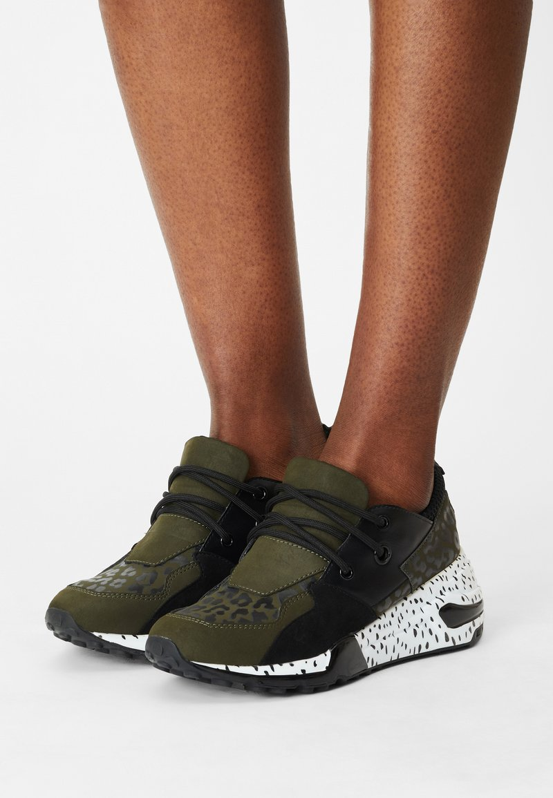 Madden Girl - CHUNK - Trainers - olive/multi