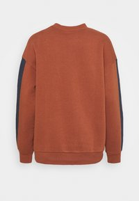 American Eagle - BRANDED CREW - Sweatshirt - rust - 1