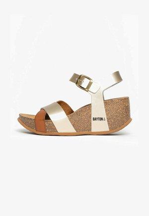 MINORQUE - Sandalen met plateauzool - camel