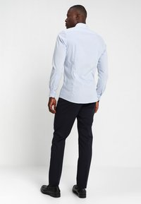 OLYMP - OLYMP LEVEL 5 BODY FIT  - Formal shirt - light blue - 2