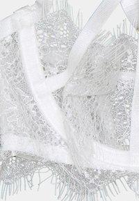 Wolf & Whistle - CHANTAL PLACEMENT CAGE BRA - Kaarituelliset rintaliivit - white - 2