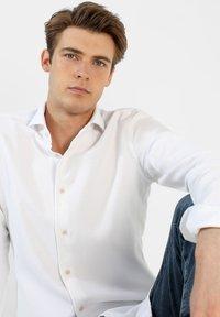 Scalpers - Shirt - white - 4