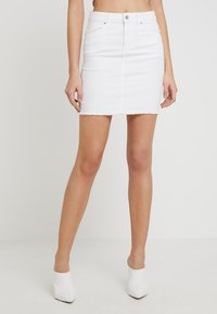 Pieces - PCAIA SKIRT  - Farkkuhame - bright white - 0