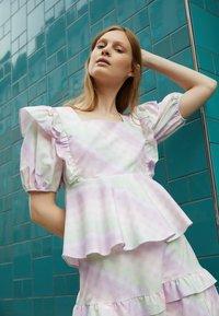 Olivia Rubin - ELLI - T-shirt con stampa - light pink - 2