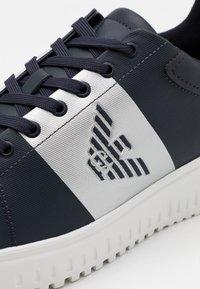 Emporio Armani - Sneakers laag - blue navy/silver - 5