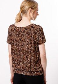 zero - Print T-shirt - almond - 2