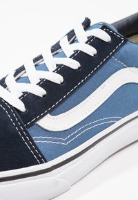Vans - OLD SKOOL - Sneakersy niskie - navy/true white - 5