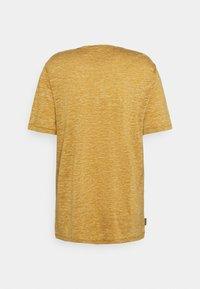 Icebreaker - DOWLAS CREWE - T-shirt print - coyote - 6