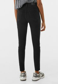 Bershka - SUPER HIGH WAIST - Jeans Skinny Fit - black - 2